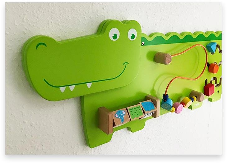 5Stars Kindertagespflege Tagesmutter Lübeck Innenaufnahme Wandspielzeug Kroko