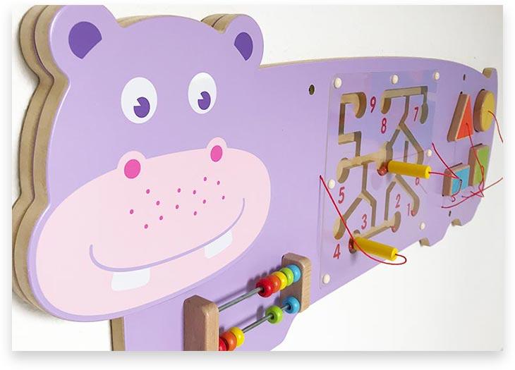 5Stars Kindertagespflege Tagesmutter Lübeck Innenaufnahme Wandspielzeug HappyHippo